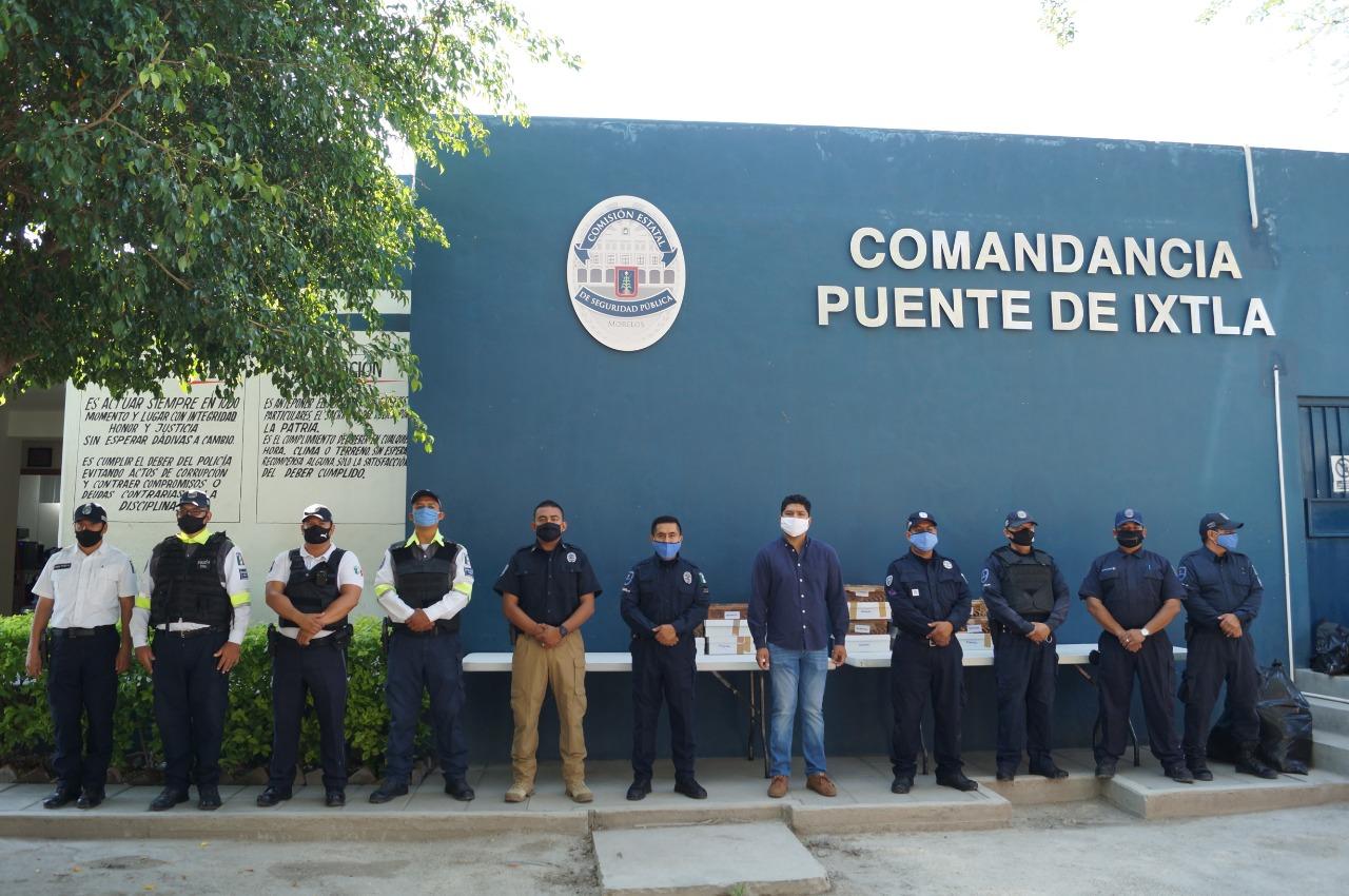 Entrega alcalde Mario Ocampo, uniformes a elementos de seguridad pública y policía vial de la comuna.