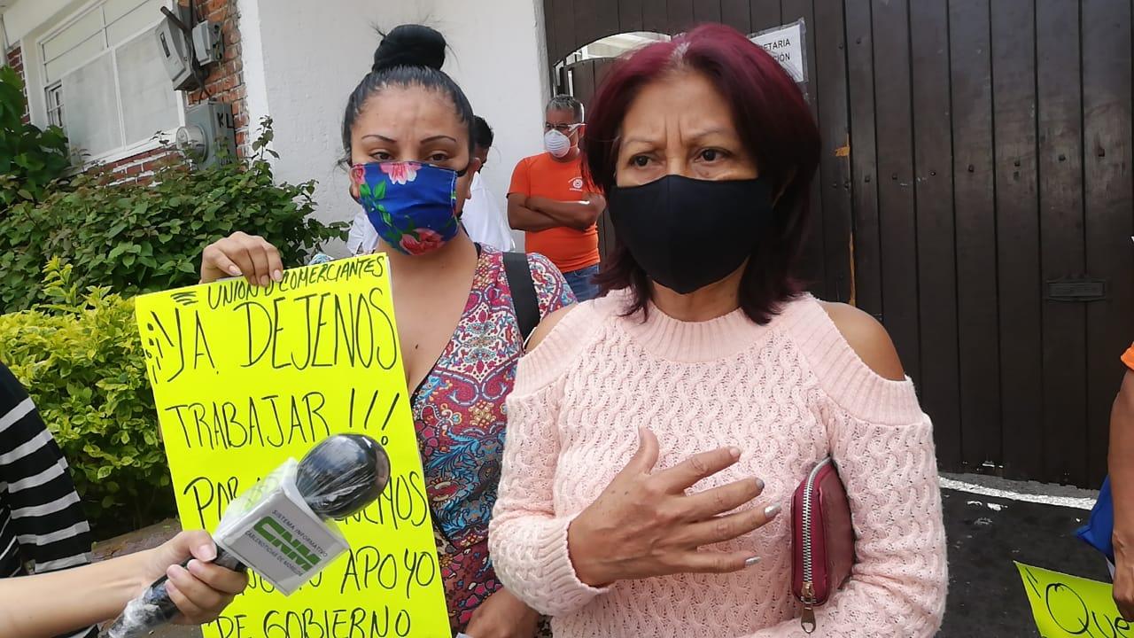 Comercios de la Barona acusan a Protección Civil por no dejar abrir sus negocios