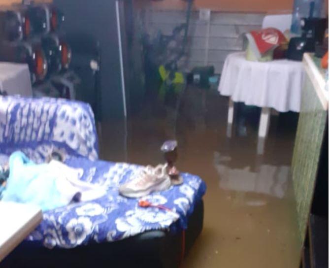 Más de 50 viviendas se inundaron en el municipio de Jiutepec derivado de las lluvias de las últimas horas