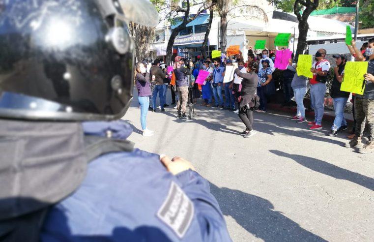 Más de 200 elementos policiacos impidieron la instalación de comerciantes ambulantes