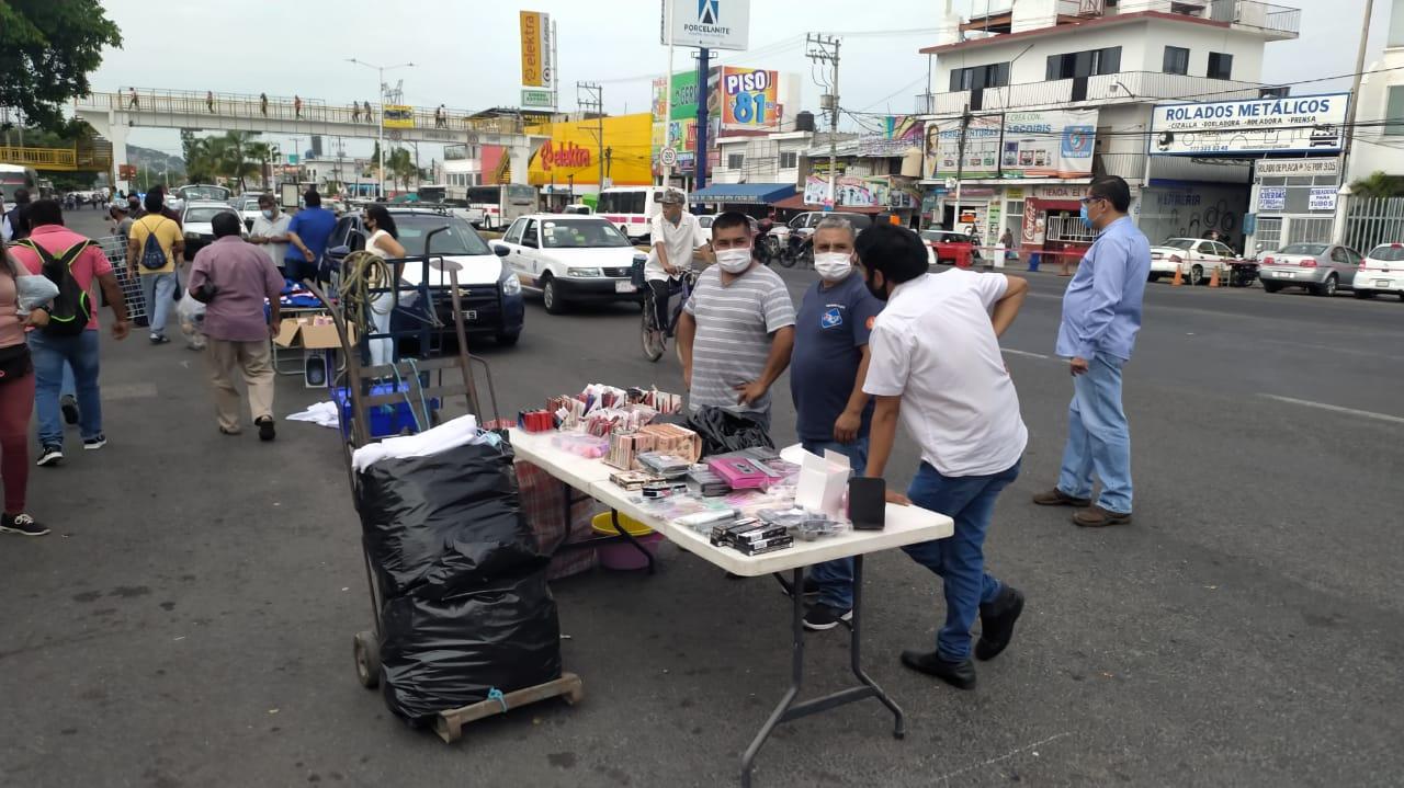 Comerciantes del Tianguis de Temixco inconformes con el Ayuntamiento por permitir la instalación de más vendedores