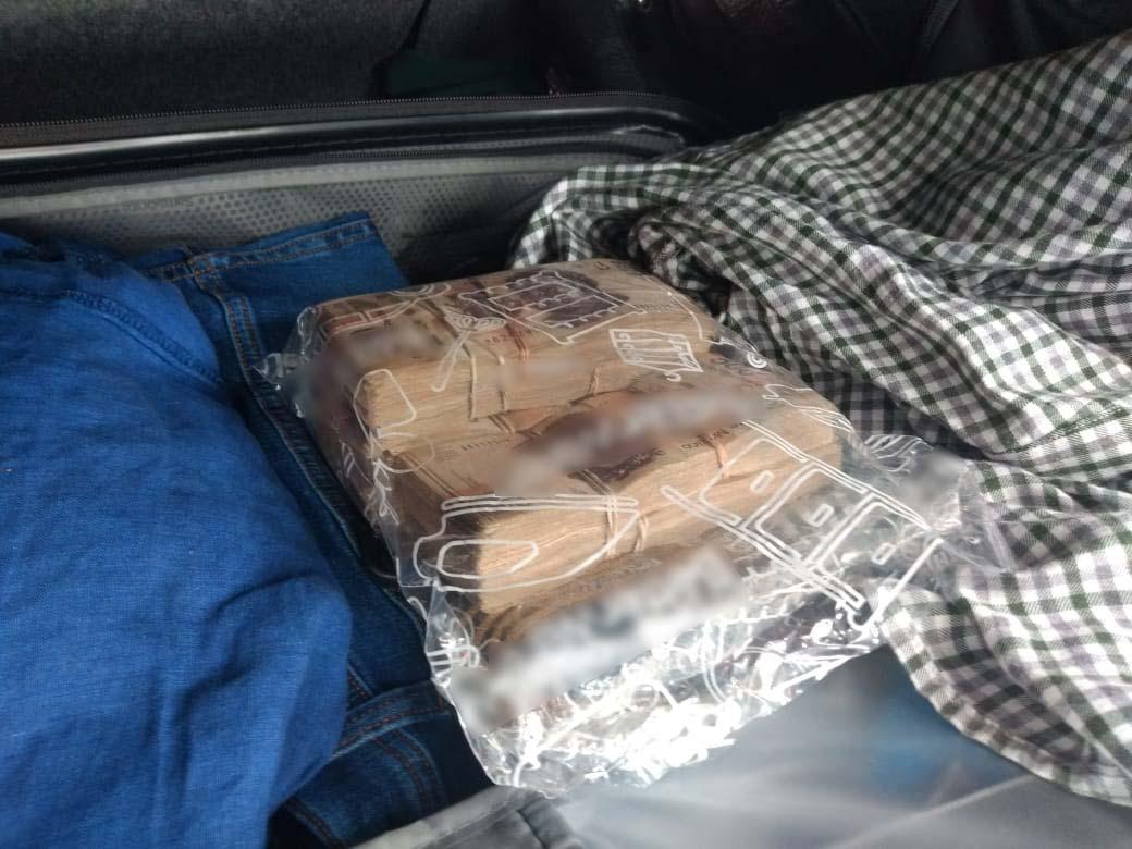 GN detiene a dos sujetos en posesión con más de 500 mil pesos ilegales