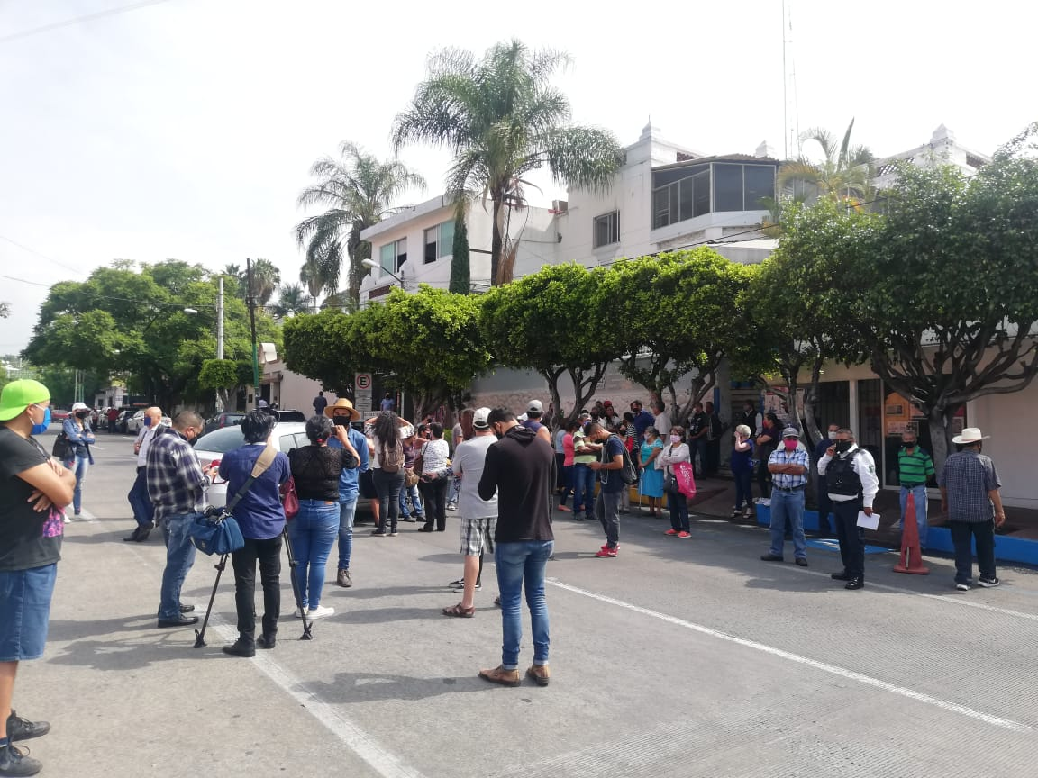 Vecinos de Acapantzingo exigen a SAPAC el abasto de agua