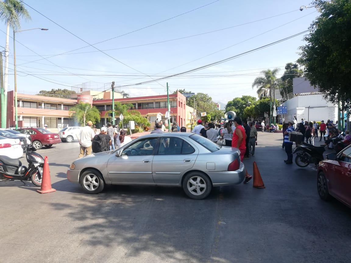 Habitantes de Cuernavaca se manifestaron en instalaciones de SAPAC exigiendo abasto de agua