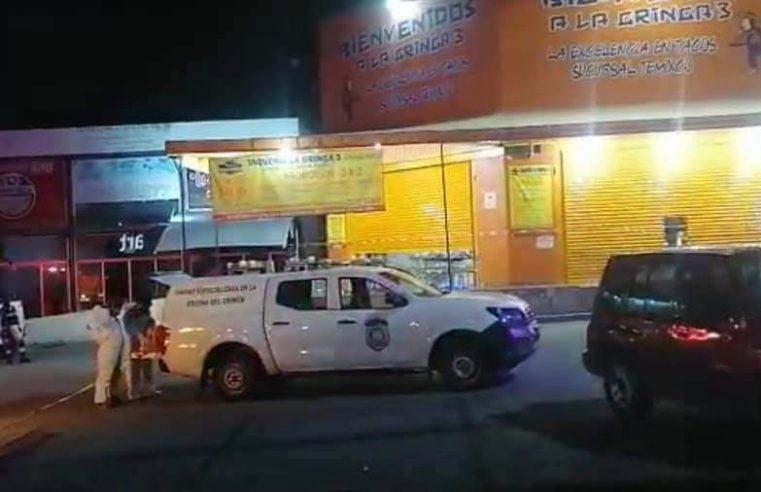 Matan a balazos a dos hombres dentro de una taquería en Temixco