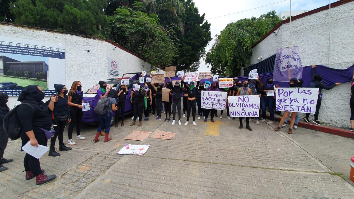 Protestan colectivos de feministas en la Fiscalía General